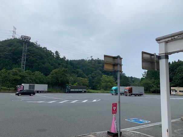 鹿野SA駐車場 お盆なのにガラガラ
