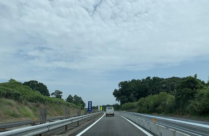 中国自動車道の風景(対面通行)